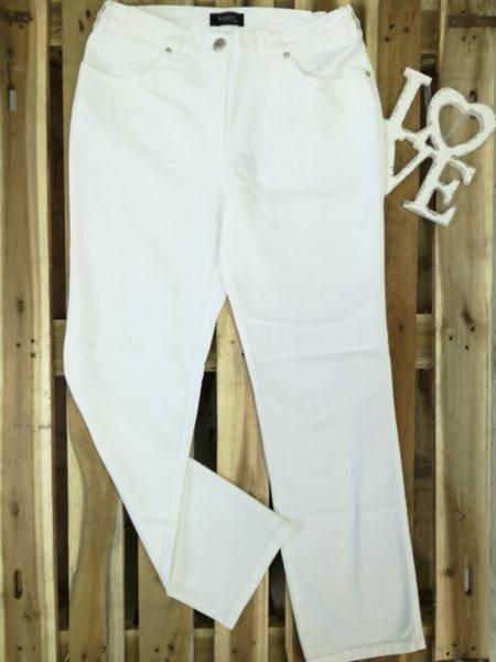 Дамски бели дънки изчистен модел